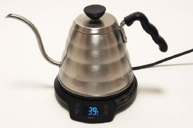 お湯を沸かし、器具を温める