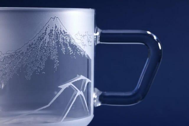 コーヒーを淹れながら黒富士を楽しめるマグカップ