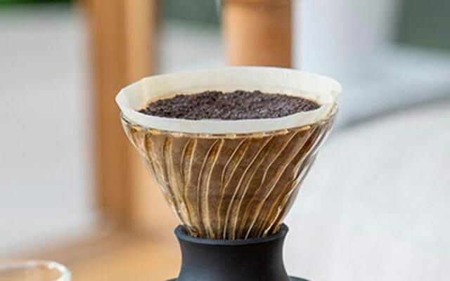 コーヒーかすを再利用!驚きの消臭効果と活用方法5選