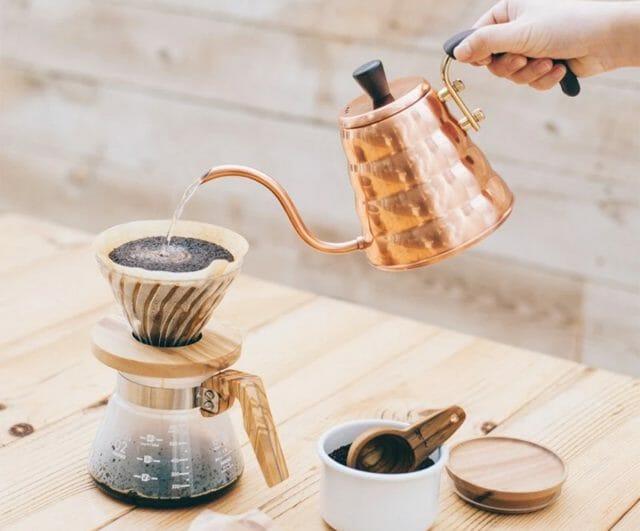 アウトドアシーンで大活躍するコーヒーケトル。選び方やおすすめ3選を紹介!