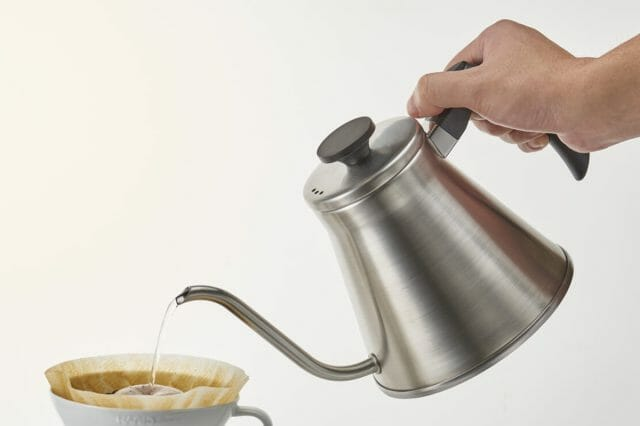 ソロキャンプでコーヒーが飲みたい!持ち運びに便利なコンパクトなケトル3選